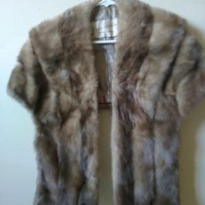 Fur Salon fur capelet